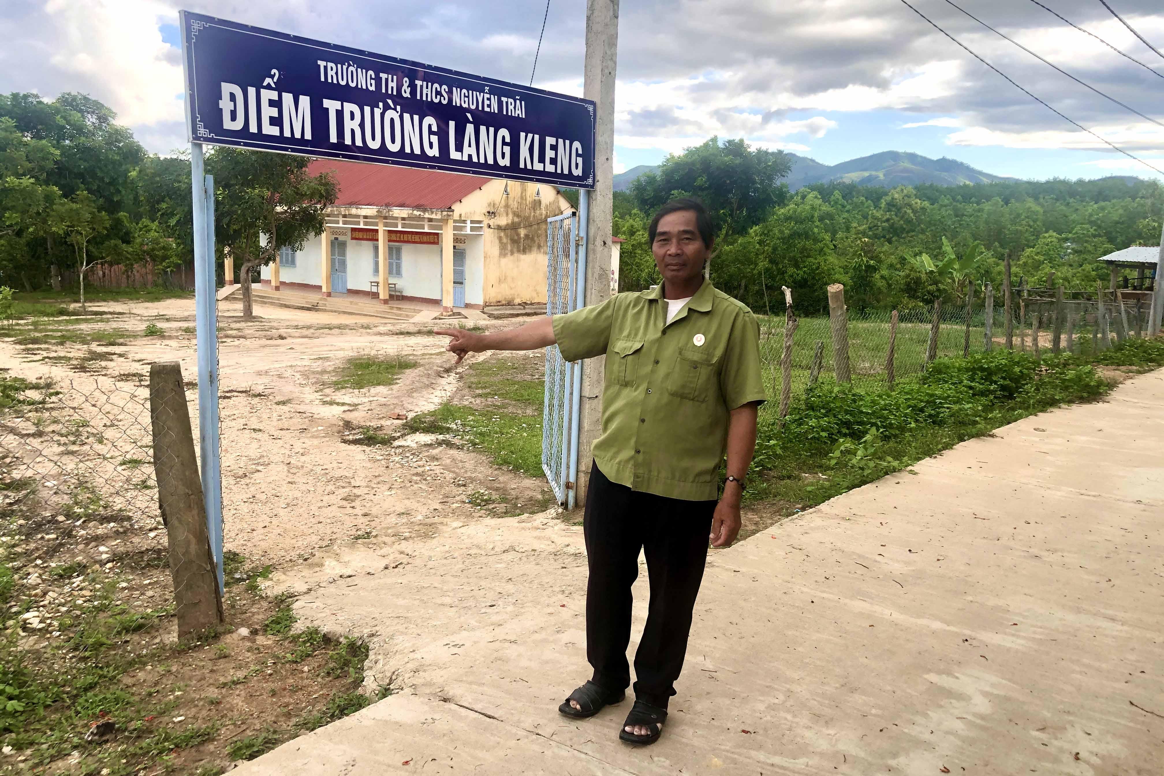 A In hết lòng vì dân làng Kleng