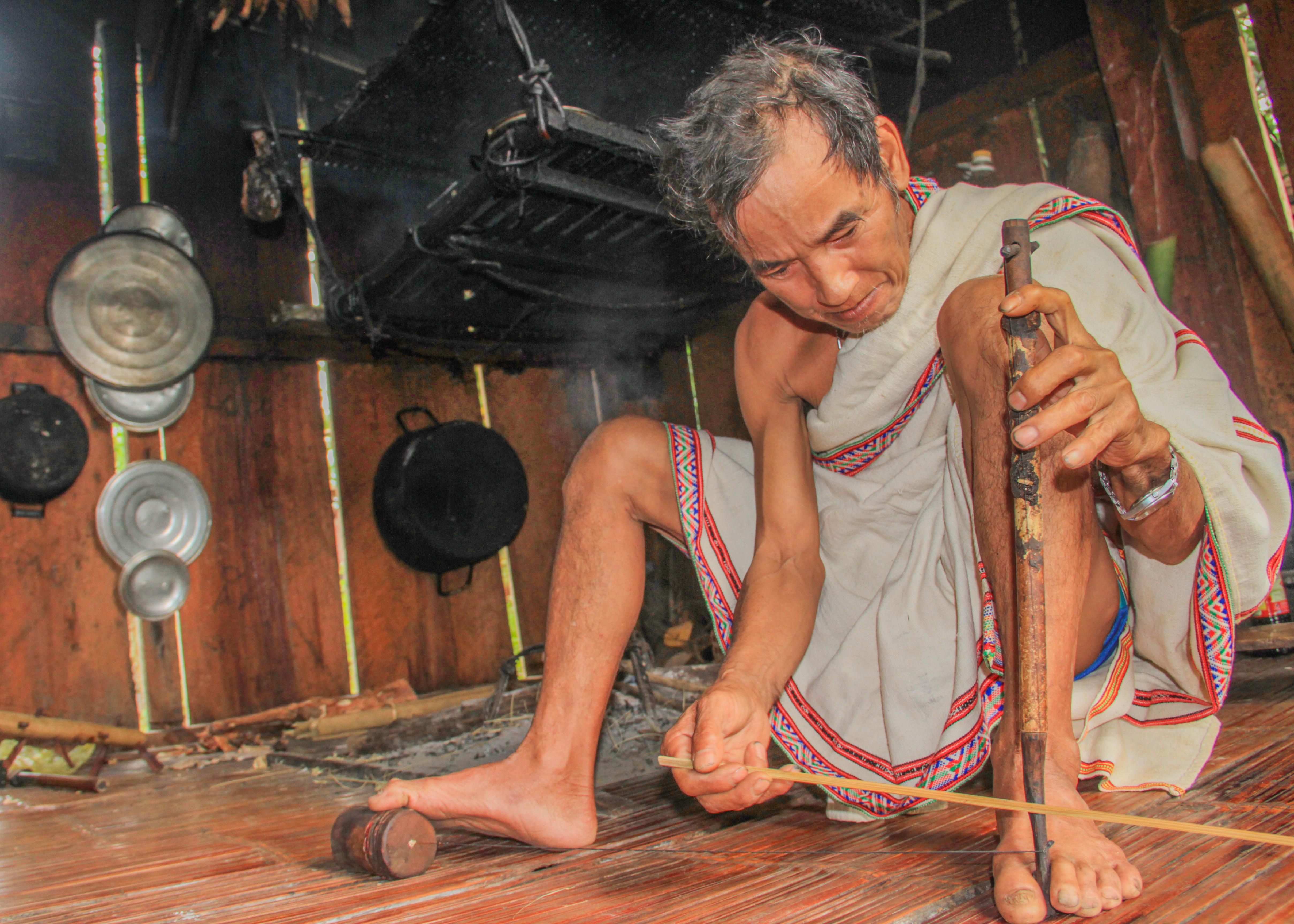 Nghệ nhân mê nhạc cụ truyền thống